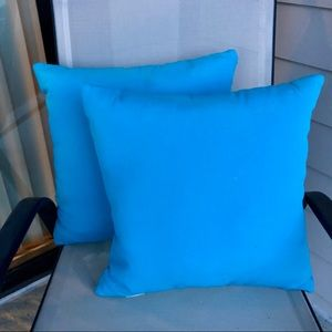 """2 Outdoor pillows, in teal. 16x16"""". New"""